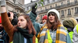 Las mujeres muestran otra cara de las protestas de los chalecos amarillos