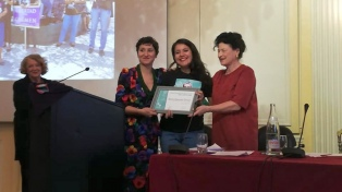 Una salvadoreña recibió el premio Simone de Beauvoir por defender el aborto