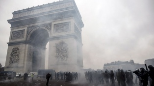 Avanza la polémica ley de seguridad por las protestas de los chalecos amarillos