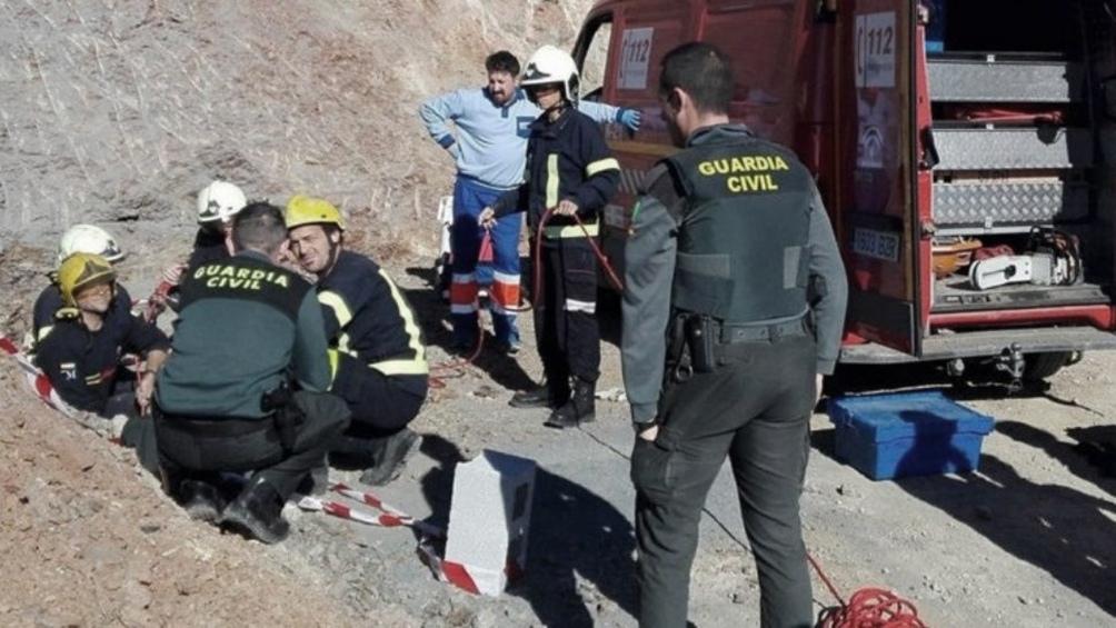 ESPAÑA: Comenzó la perforación del túnel para llegar hasta el nlño que cayó a un pozo