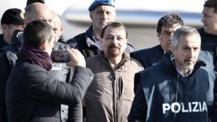El Gobierno debió salir a justificar la rápida entrega de Battisti