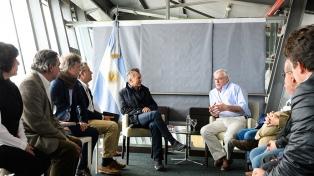 Macri se reunió en Santa Cruz con productores ganaderos y verá a Alicia Kirchner