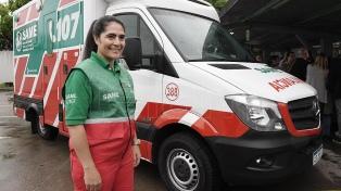 Paola Garbalena es la primera conductora de una ambulancia del Same porteño