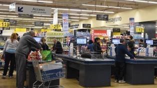 Las ventas en supermercados y shoppings cayeron más del 10%