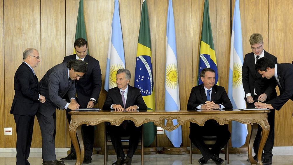 Macri y Bolsonaro encabezaron la firma de un Tratado de Extradición entre ambos países.