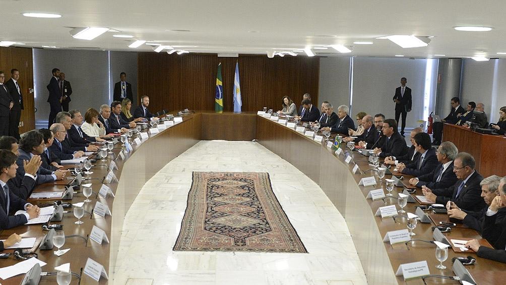 Reunión bilateral de las comitivas.
