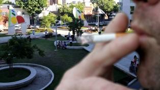 Los vecinos pueden votar si se prohíbe fumar en áreas de juegos