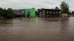 Crece el río Uruguay y obliga a centenares de familias a evacuarse