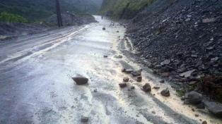 Nueve cortes de rutas por desprendimientos de cerros y crecidas de arroyos