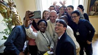 """El Papa invita a los jóvenes a descargar la app """"Click to pray"""", donde tiene su perfil"""