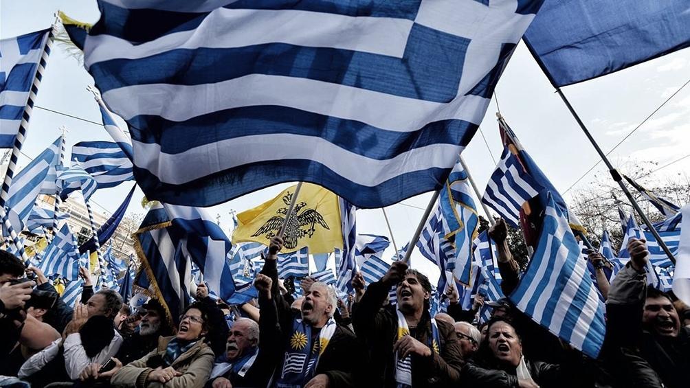 GRECIA: Al menos 12 heridos en enfrentamientos en una masiva protesta nacionalista