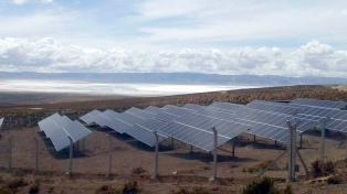 Morales formalizó en China el crédito para la ampliación de una planta solar