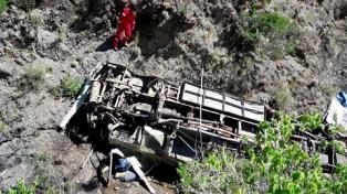 Cuatro jóvenes mendocinos murieron al desbarrancar un colectivo