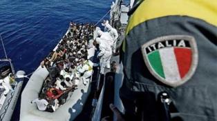 Una ONG que rescata emigrantes pide urgentemente un puerto seguro a donde llevar a 121 náufragos