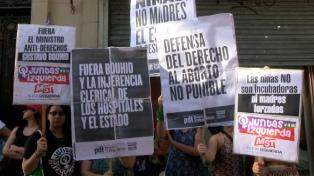 Organizaciones feministas piden renuncia del ministro de Salud jujeño por la cesárea a una niña violada