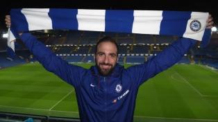 Con dos goles de Higuaín, Chelsea goleó a Huddersfield
