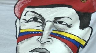 Manifestantes a favor de Maduro se reunieron en la embajada de Venezuela en Buenos Aires