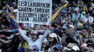 Al menos 26 muertos y 364 detenidos por las protestas contra Maduro
