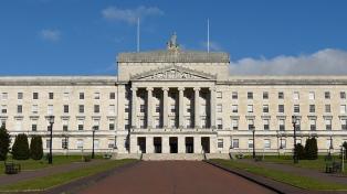 Irlanda del Norte acordó restaurar un gobierno de poder compartido con Londres