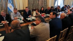 Macri acordó medidas de apoyo con gobernadores de provincias inundadas