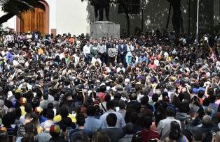 Maduro y Guaidó suben sus apuestas mientras continúan esfuerzos externos para mediar