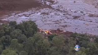 Al menos siete muertos y más de 200 desaparecidos por una avalancha de lodo tras la rotura de una represa