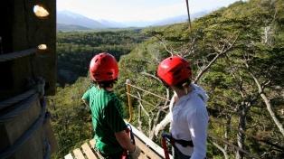 Canopy: la sensación de volar unos 2.000 metros entre los árboles del bosque patagónico