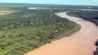 Refuerzan la defensa en Pampa del Indio para evitar el avance del río Bermejo