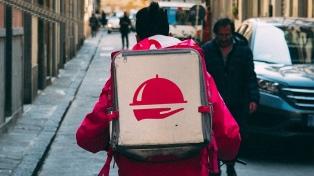"""""""No deben prohibir el trabajo, sino regularizarlo"""", dice la asociación de personal de delivery"""