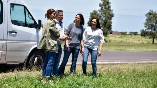 Peppo, Awada y Stanley escucharon pedidos de personas inundadas en Santa Sylvina