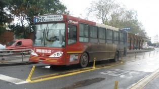 La calidad del servicio y el costo del transporte afectan más a las mujeres