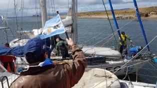 Llegó a Ushuaia una expedición en velero que fundó una biblioteca en la Isla de los Estados