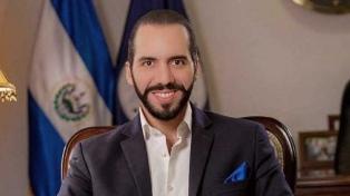 El presidente acusó al FMLN de financiar pandillas que atacan a policías