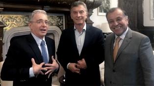 Macri recibió al ex presidente colombiano Álvaro Uribe para hablar sobre la situación venezolana