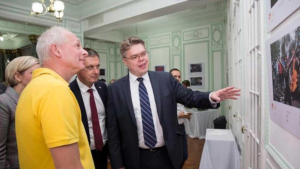 El viceministro Alexei Volin, el embajador  Dmitry Feoktistov y el represente de la agencia Sputnik, Vasily Pushkov, participaron de la apertura. Foto: Ignacio Colo, Sputnik