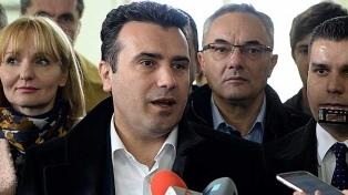 """El primer ministro macedonio calificó de """"histórico"""" el acceso a la OTAN"""