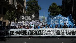 """El Polo Obrero y Barrios de Pie-Libres marcharon bajo la consigna """"basta de hambre y desocupación"""""""