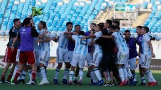 Argentina, ya clasificada, busca el título sub 20 y la eliminación de Brasil