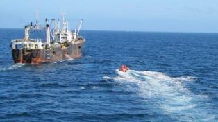 El buque surcoreano capturado por Prefectura arribó al puerto de Comodoro Rivadavia