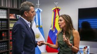 Massa le expresó su solidaridad a la representante de Guaidó en la Argentina