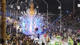 Miles de personas aclamaron el paso de las comparsas en Gualeguaychú