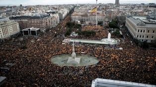 La derecha exige elecciones anticipadas con una masiva protesta
