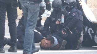 """Los """"chalecos amarillos"""" se enfrentaron nuevamente con la Policía francesa"""