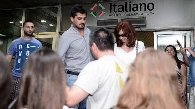 Cristina Kirchner visitó a su madre, internada en un hospital privado de La Plata