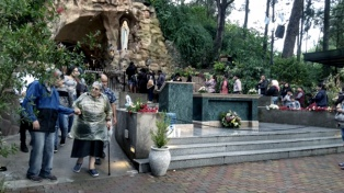Miles de personas caminaron desde la capital hasta la Virgen de Lourdes de Alta Gracia