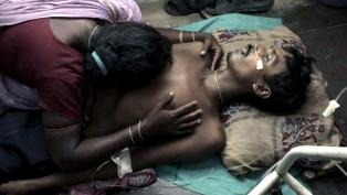 Más de 100 muertos y 300 detenidos por el tráfico de alcohol adulterado en la India