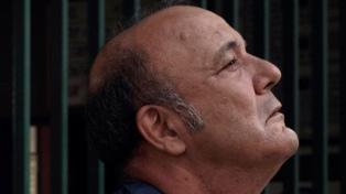 """Manuel Vicente, en la piel de un huraño y delirante sereno de garage en """"Hora, día, mes"""""""