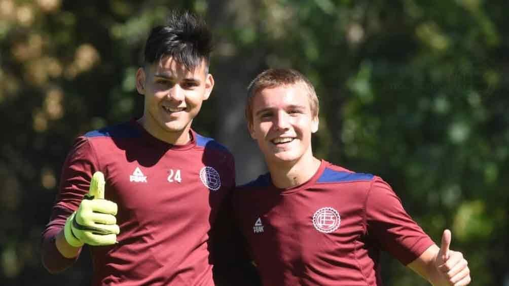 """Morales y De La Vega, ambos participaron en el Sudamericano Sub 20 de Chile, ya entrenana en el """"Granate"""" (@clublanus)"""