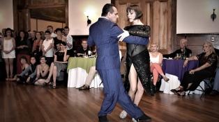 Músicos, bailarines y público, unidos en una original promoción turística a través del tango