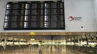 Una huelga general afecta vuelos y paraliza el transporte público